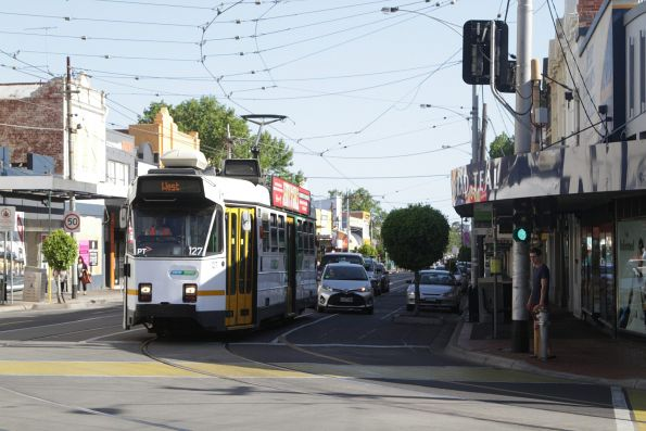Z3.127 about to turn from Union Road into Maribyrnong Road with a route 57 service