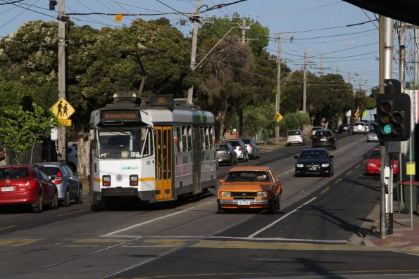 Z3.188 heads east at Maribyrnong and Union Road with a route 82 service