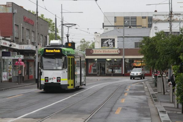 Z3.190 departs the route 82 terminus at Footscray