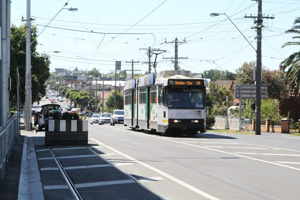 B2.2028 heads south on route 59 at Moonee Ponds Junction