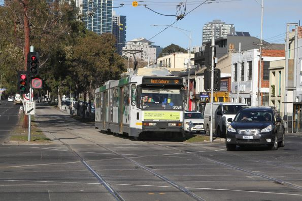 B2.2081 waits for right turning traffic at Peel and Victoria Street, headed north on route 58