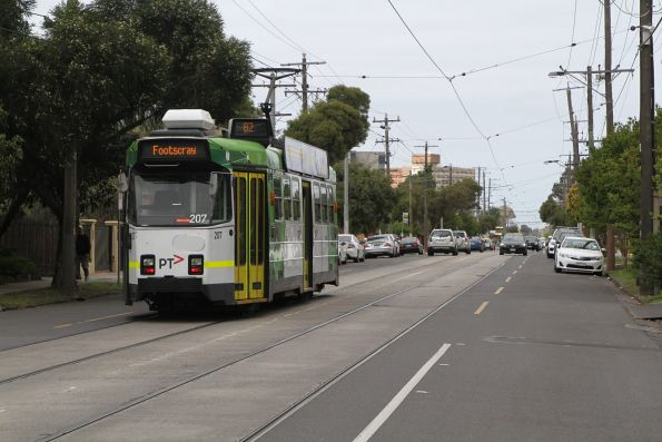 Z3.207 heads south on route 82 along Gordon Street in Footscray