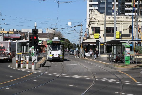 Z3.161 heads south on route 82 at Moonee Ponds Junction