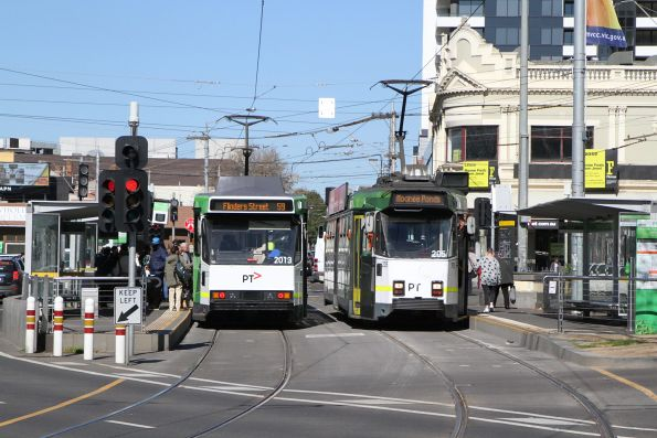 B2.2013 on route 59 passes Z3.205 on route 82 at Moonee Ponds Junction