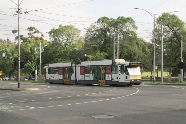 B2.2106 heads east on route 59 at Flemington Road and Abbotsford Street