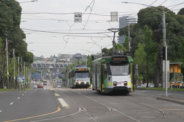 Z3.134 heads east on route 57 at Flemington Road and Abbotsford Street