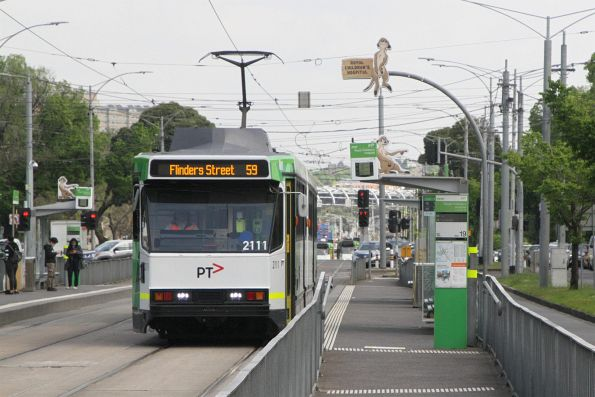 B2.2111 heads east on route 59 at Flemington Road and Abbotsford Street