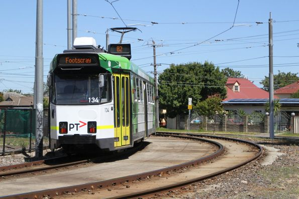 Z3.134 heads south on route 82 at Rosamond Road and River Street, Maribyrnong