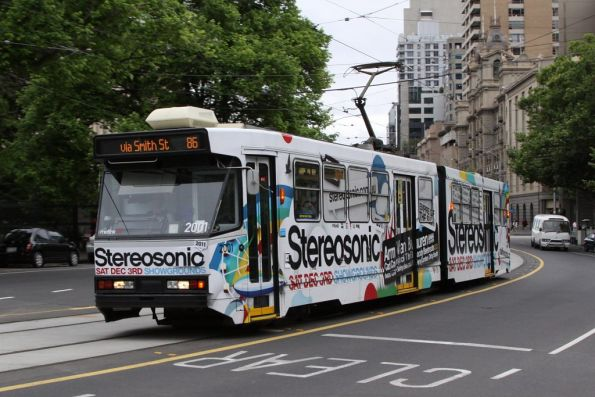 B1.2001 advertising Stereosonic, northbound on route 86 at Nicholson and Little Bourke Streets
