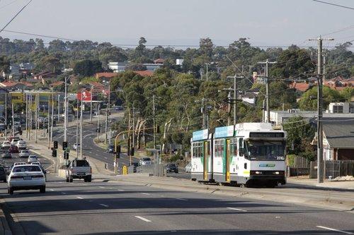 B2.2010 climbs up Plenty Road towards Grimshaw Street in Bundoora with an inbound route 86 service