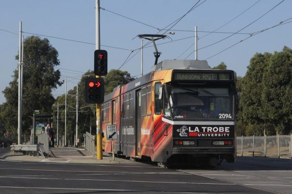 B2.2094 stops outside La Trobe University on a route 86 service, the livery advertising the current location