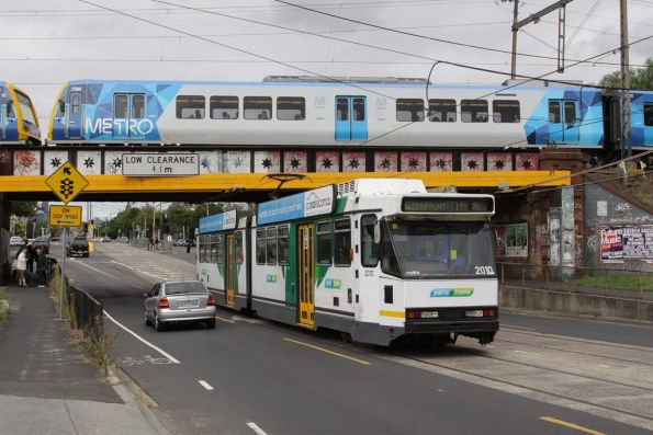 Passing beneath X'Trapolis 75M at Clifton Hill, B2.2010 heads into town with a route 86 service