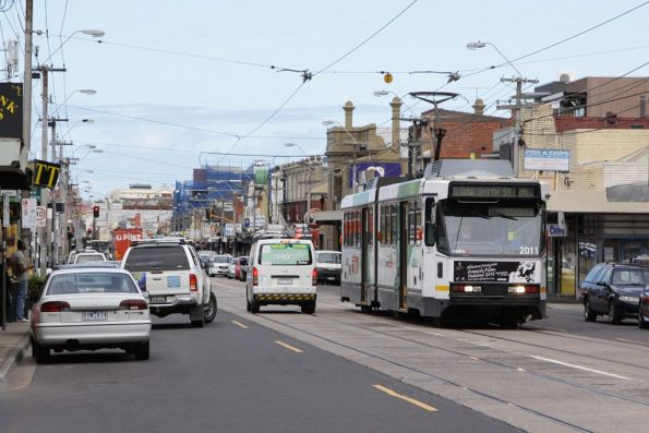 B2.2011 heads northbound on High Street near Martin Street Northcote with a route 86 service