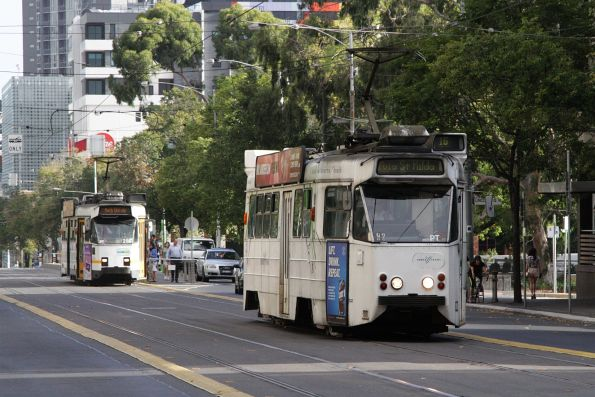 Z1.92 and Z3.214 heads north on Swanston Street at Lincoln Square