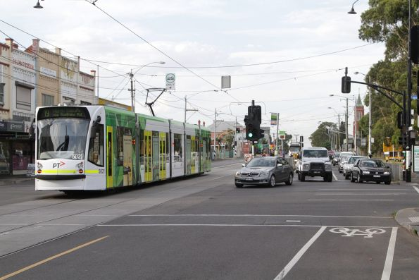 D2.5021 heads north on route 19 at Sydney Road and Bell Street