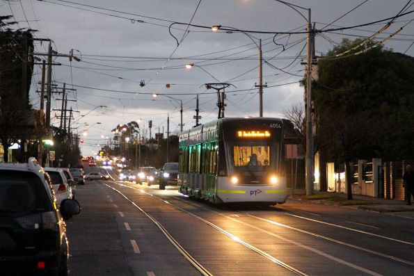 E2.6054 heads south on route 11 at Gilbert Road and Millers Street, Thornbury