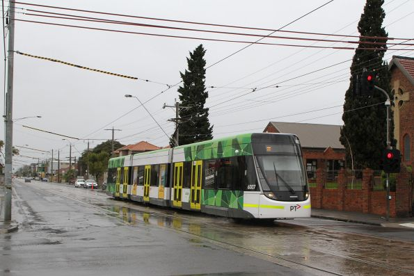 E.6007 heads south on route 96 at Nicholson Street and Glenlyon Road, Fitzroy North