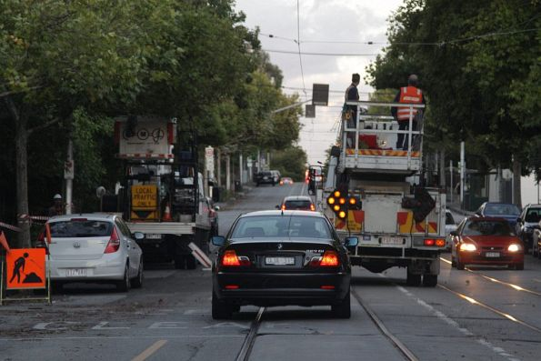 With powerline works coming up on Toorak Road, the Yarra Trams crew work to de-energise the overhead