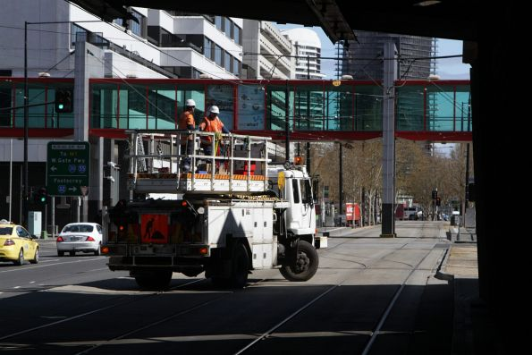 Overhead inspection crew turn their truck around at Flinders and Spencer Street