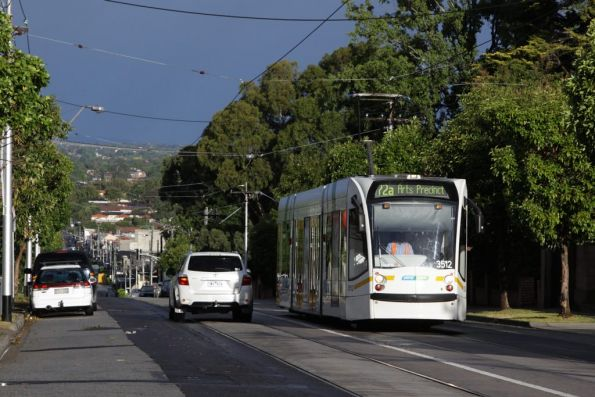 On Malvern Road approaching Glenferrie Road, D1.3521 runs a citybound route 72 service
