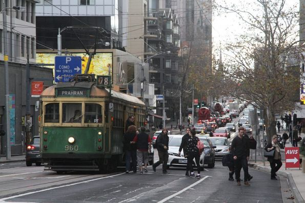SW6.960 picks up route 78 passengers at Chapel Street and Toorak Road