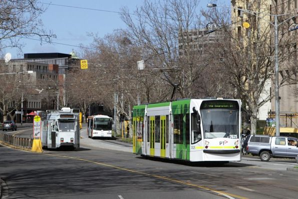 D1.3535 on route 5 heads north on St Kilda Road at Domain Interchange