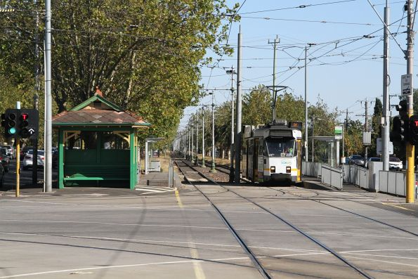 Z3.227 heads east on route 64 at Dandenong and Hawthorn Roads