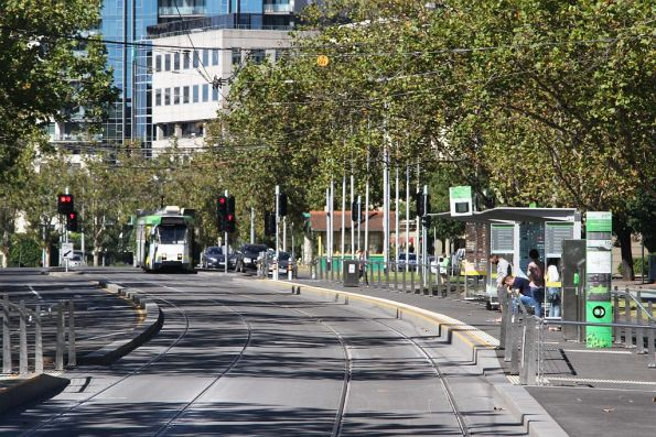 Z3.229 heads north on route 6 along St Kilda Road