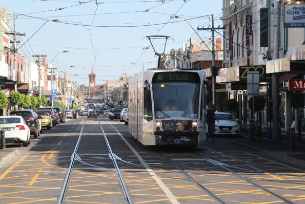 D1.3505 heads north on route 16 at Glenferrie Road and High Street