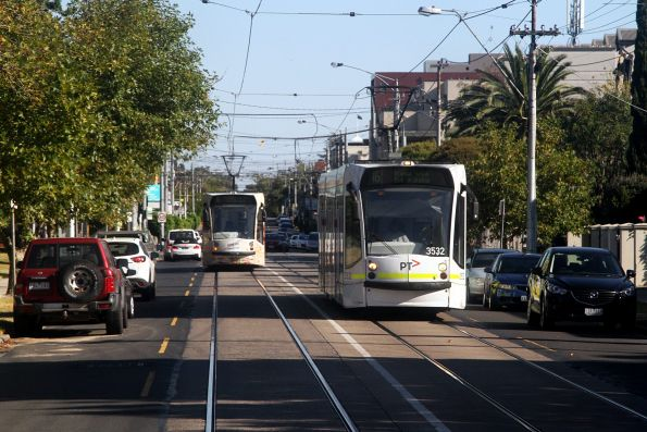 D1.3532 and D1.3537 cross paths on route 16 along Hawthorn Road