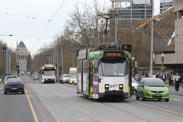 Z3.143 heads north over Princes Bridge on route 72