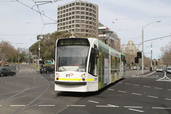 D1.3519 heads north on route 6 at St Kilda Road and Toorak Road