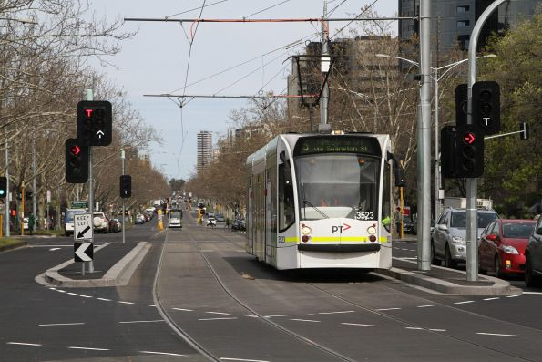 D1.3523 heads north on route 5 at St Kilda Road and Toorak Road