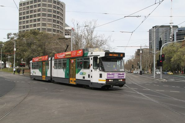 B2.2090 on route 58 turns from Toorak Road into St Kilda Road
