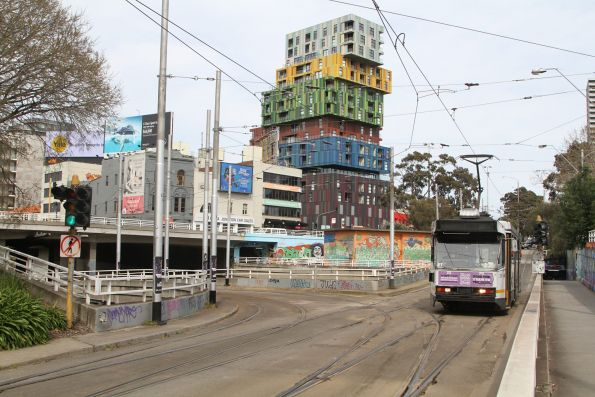 A1.255 heads north at St Kilda Junction