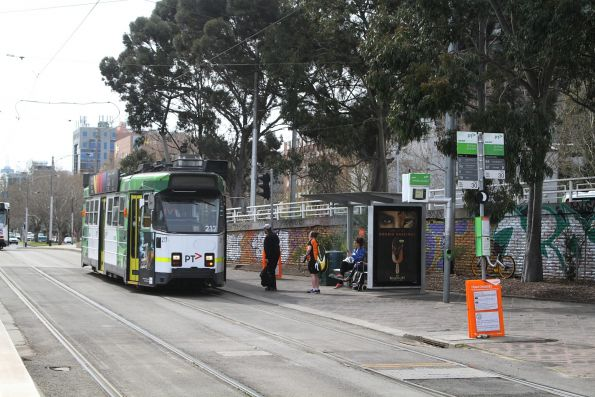 Z3.217 heads south on route 64 at St Kilda Junction