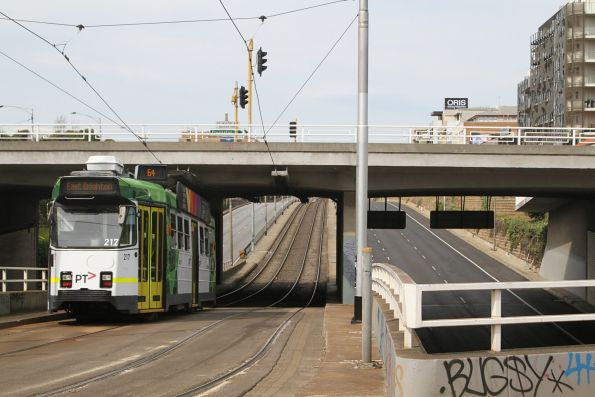Z3.217 heads east on route 64 at St Kilda Junction