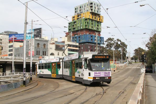 B2.2129 on route 64 turns onto St Kilda Road at St Kilda Junction