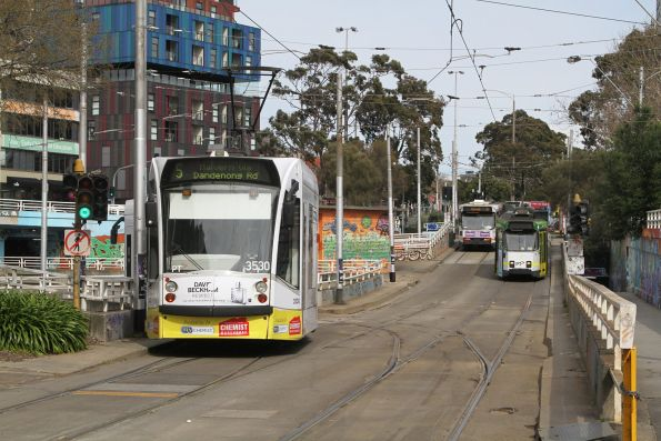 D1.3530 advertising 'Chemist Warehouse' heads south on route 5 at St Kilda Junction