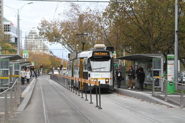 Z3.128 heads north on route 58 at St Kilda Road and Toorak Road