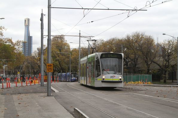 D1.3528 heads south on route 16 at St Kilda Road and Toorak Road