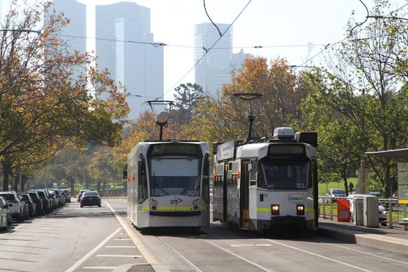 D2.3520 on route 16 passes Z3.153 outside the Shrine of Remembrance