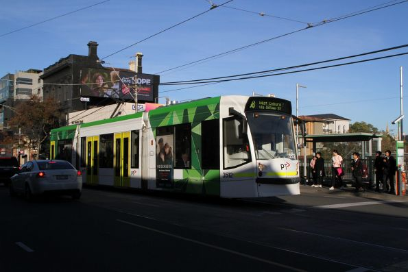 D1.3512 heads west on route 58 at South Yarra