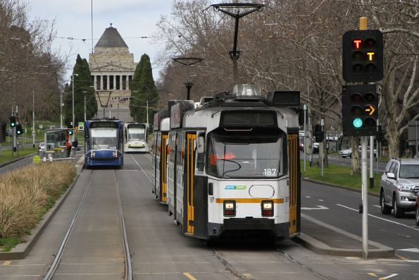 Z3.187 heads north on route 5 at St Kilda Road and Southbank Boulevard