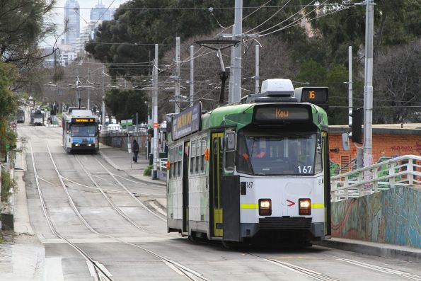 Z3.167 heads south on route 16 at St Kilda Junction