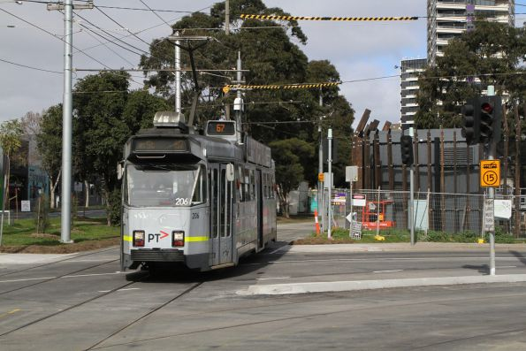Z3.206 heads north on route 67 at St Kilda Junction