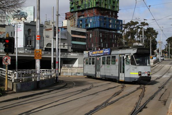 Z3.125 heads north on 5 at St Kilda Junction