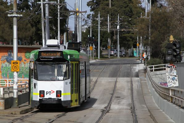 Z3.182 heads south on route 3 at St Kilda Junction