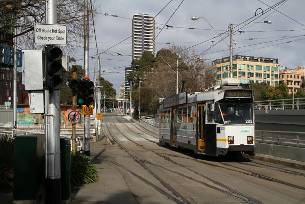 Z3.203 heads north on route 3 at St Kilda Junction