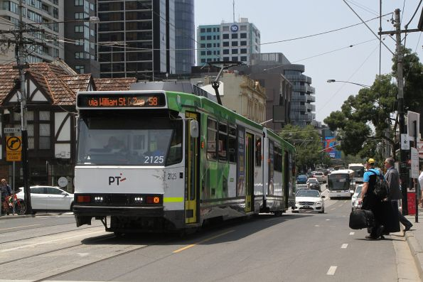 B2.2125 heads west on route 58 at South Yarra station